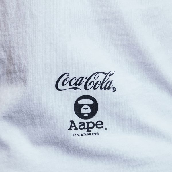 Aape by A Bathing Ape Футболка Aape by A Bathing Ape x Coca-Cola Big Logo Tee белая